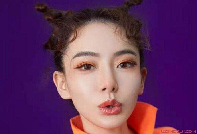 戚薇圣诞妆麋鹿眼妆图片