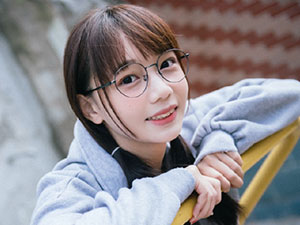 AKB48沈莹个人资料 00后AKB48沈莹为什一直戴着眼镜