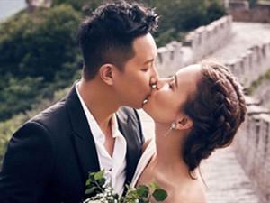 韩庚卢靖姗订婚照很高甜 回顾二人恋爱全过程