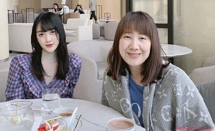 徐嘉琳与妈妈合照