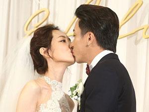 柯佳嬿谢坤达结婚照 两人婚礼亲吻照流出老
