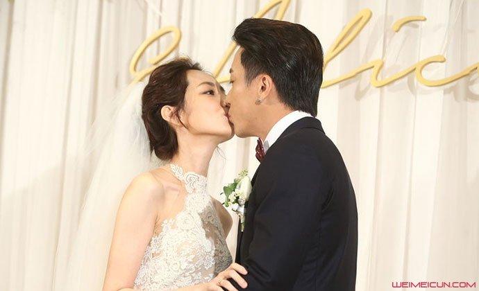 柯佳嬿谢坤达结婚亲吻照