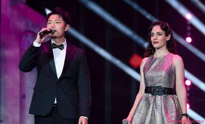鞠红川与女友唐伯虎