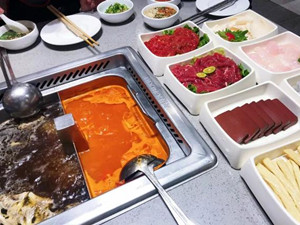 姑娘吃火锅后吐血 这一个不好的习惯可能许多人都有