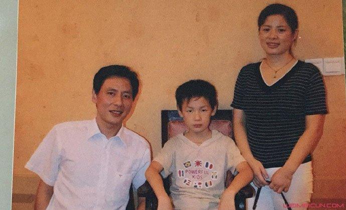 谭泉与父母旧照