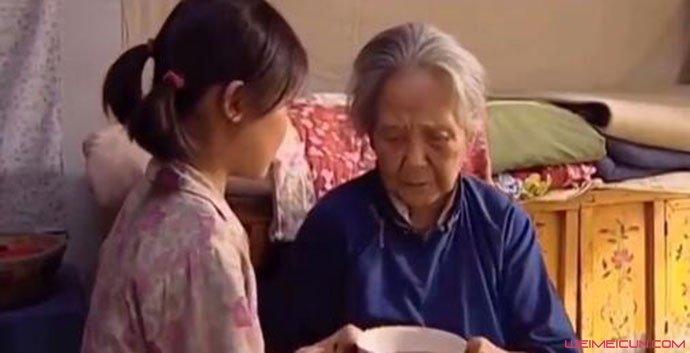 鲁园暖春饰演小花奶奶
