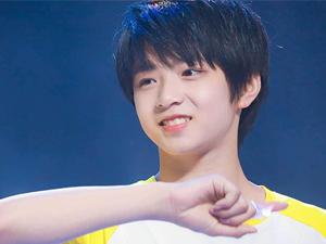 刘耀文多高了 15岁1米83的他与巴蜀校花拍照