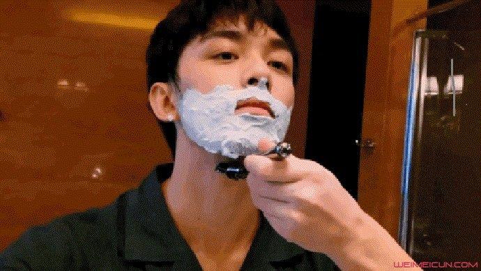 吴磊在线刮胡子