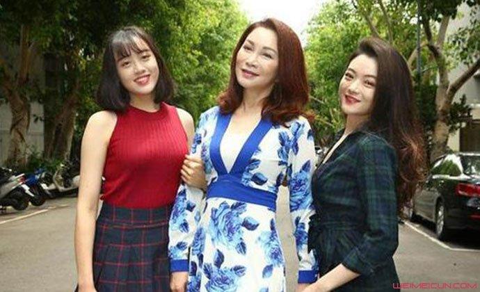 张琼姿与两个女儿