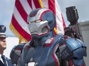 罗德上校为什么能穿钢铁制服?