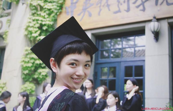 代露娃大学毕业照