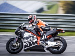 摩托赛车转弯为什么伸出膝盖?
