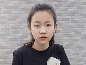 徐玺涵长大的照片 5岁出道的徐玺涵是单亲家