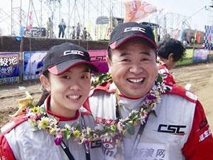 王晓曦妻子是谁 相貌平平的演员与年轻貌美女赛车手的爱情