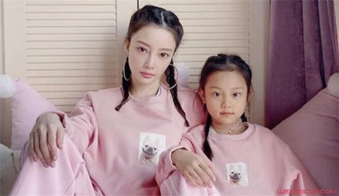 李小璐和女儿甜馨