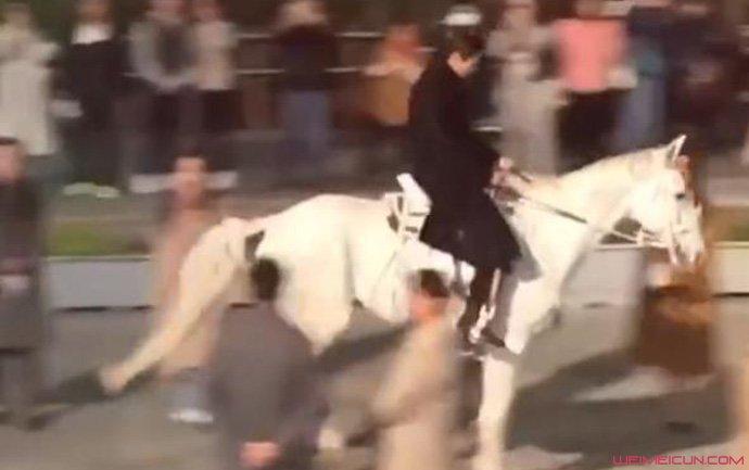 李敏镐骑白马