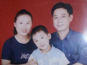 何泽远年龄多大 其童年与父母合照曝光成为演员是意外
