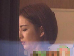 佟丽娅双下巴 这一幕令人惊呆但其与子互动画面好温馨呀