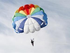 飞机失事的人为什么不跳伞?