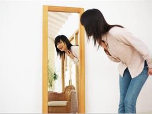 为什么晚上不可以照镜子?