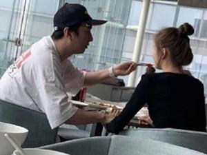 王思聪喂女友吃东西 疑似网红甜仇真名及资料起底