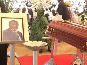 """安哥拉当地大老爹去世 """"爹王""""病逝他的故事令人惊呆"""