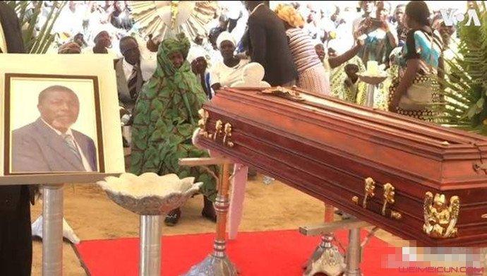 安哥拉当地大老爹去世