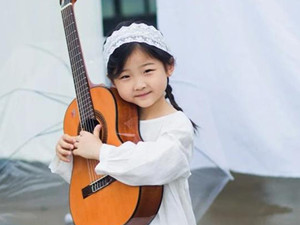 南京女孩miumiu周昭妍资料 6岁的她弹唱火到