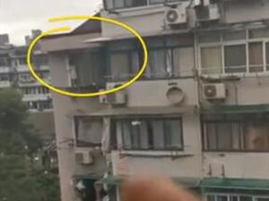 邻居隔空大吼劝退5楼窗台女童 详情曝光她爬