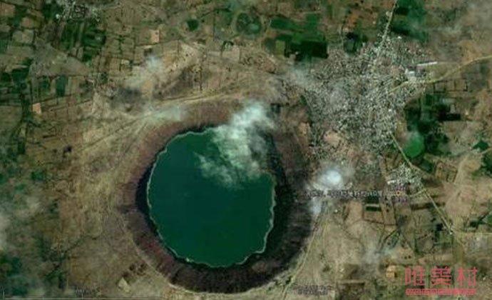 印度洛纳尔湖原样