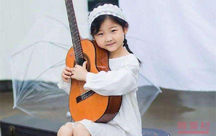 6岁女孩吉他弹唱Mojito