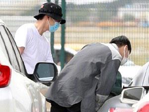 刘昊然带张若昀参观爱车 昊然弟弟百万超跑