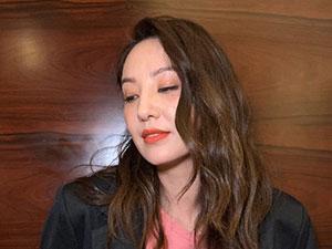 郑希怡怎么摔的 与好友应采儿回忆当年摔伤