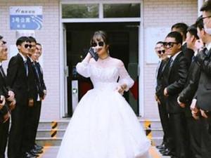 毕业班男生给唯一女生备婚纱 详情曝光最感动的是细节心意