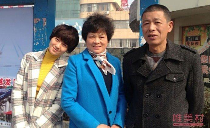朱丹与妈妈继父
