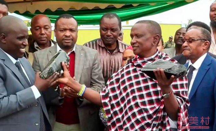 坦桑尼亚男子发现巨型宝石