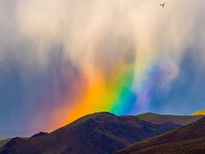 拉萨惊现彩虹瀑布 令人震撼画面曝光太美了
