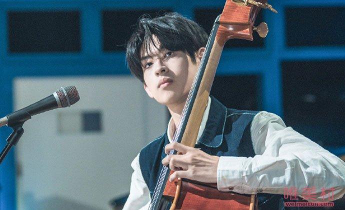 低音大提琴手付思超