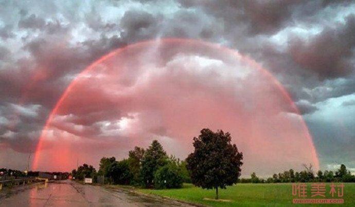 芬兰现全红彩虹