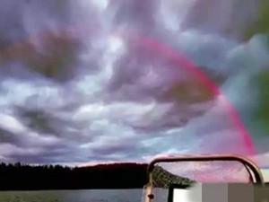 芬兰现全红彩虹 原理曝光有人觉得美妙有人