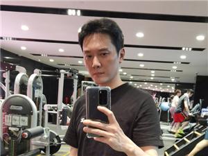 冯绍峰回应长胖 晒照健身照力证自己身材恢