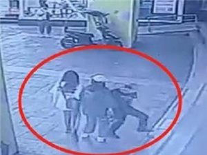 男生踹伤猥亵女生男子被刑拘 受害女生哭诉对不起