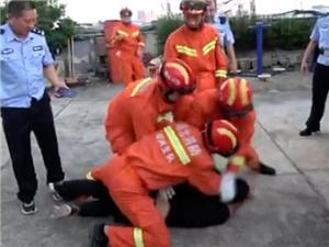 消防员救下跳楼男子后被暴打 消防员:挨一拳救一命值