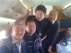 赵本山女儿吐槽自家私人飞机 卖不出去养不