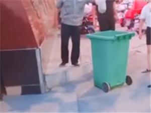 校方回应把学生外卖扔垃圾桶 遭网友怒批