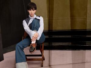 刘诗诗短发大片英俊俏皮 衬衫配白袜尽显文