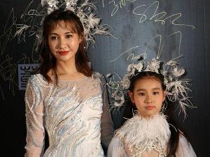 杨雪带女儿走秀 女儿却被批长得太丑