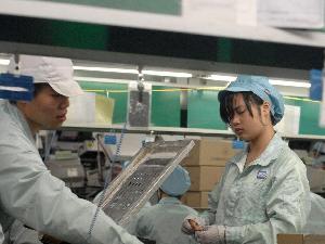 台湾某公司员工确诊新冠被取消年终奖 员工