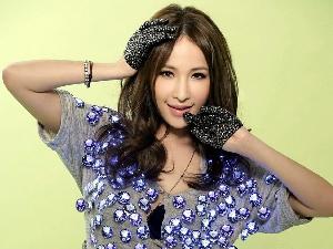 萧亚轩回应柯震东曾想娶自己 笑称年轻人玩