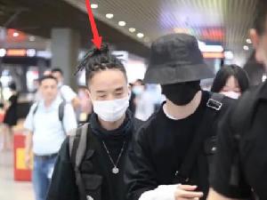 马嘉祺工作人员机场打人 时代峰峻发声道歉